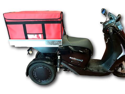 Insulated and refrigerated box with a metal base and designed to fit the top case of 3-wheel motorcycle. Ideal for the delivery of catering products, sushi, and hot or cold meals at home.