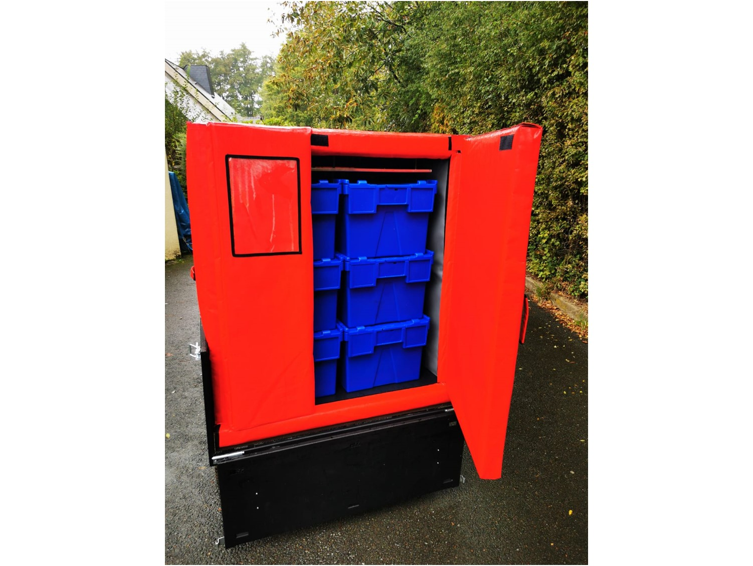 Refrigerated insulated container for bicycle trailer. Soft delivery of fresh products in the city centre.
