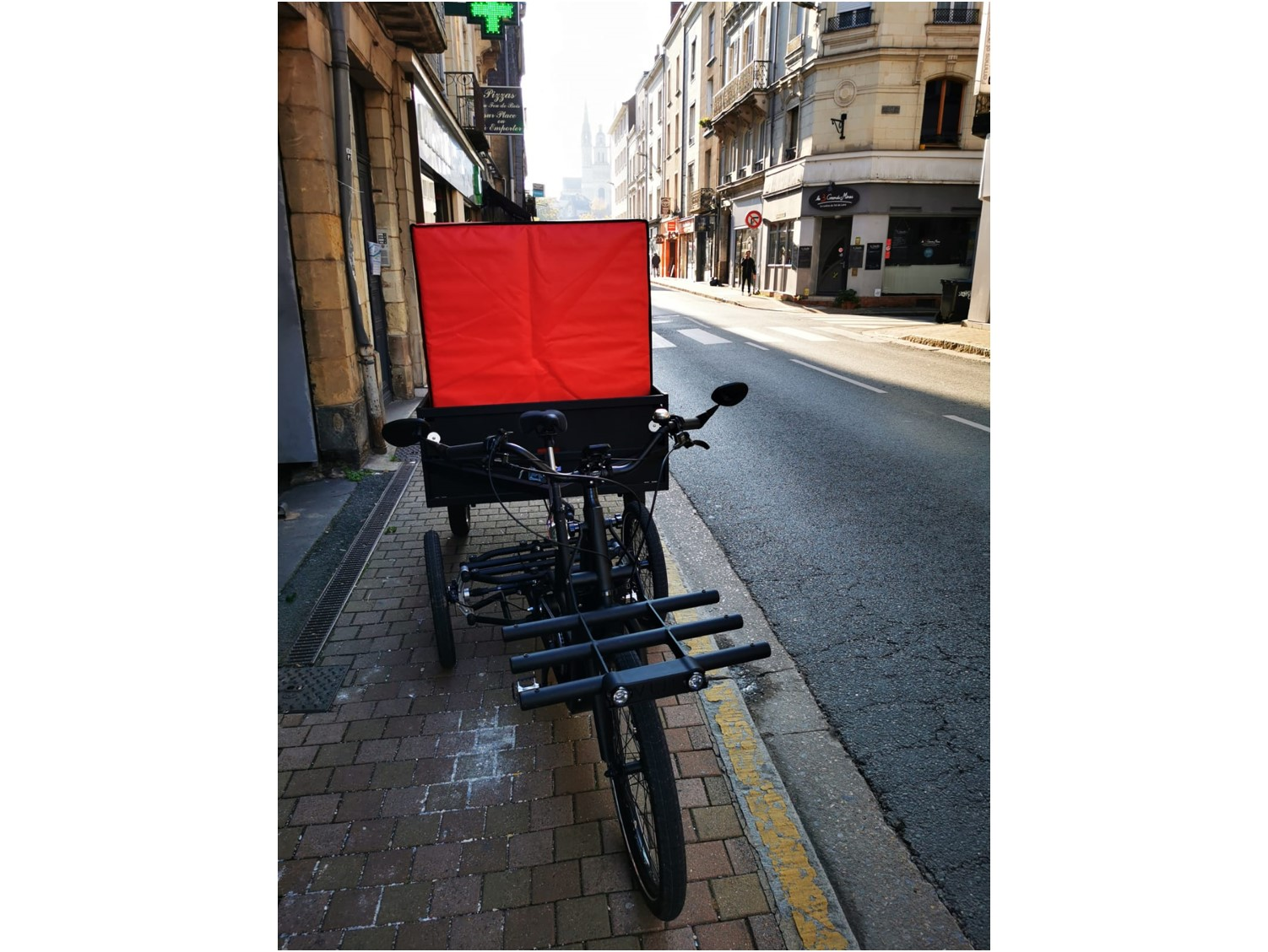 Refrigerated insulated container for bicycle trailer. Soft and silent delivery of fresh products in the city centre.