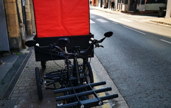 The insulated container COLD & CO XL6, an ideal size for eco-friendly bicycle delivery in city center of Angers.