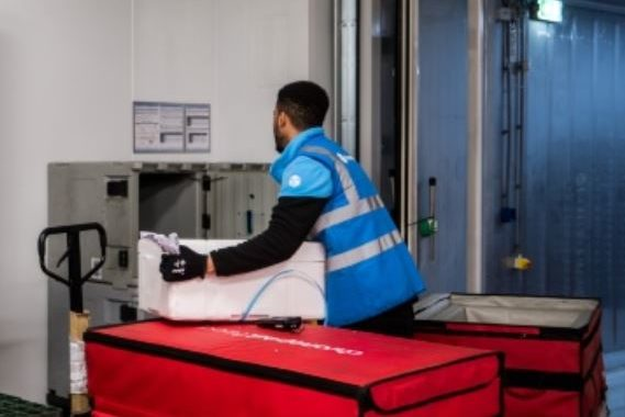 For the delivery of the last kilometer of its fresh parcels, Chronofresh equips its vehicles in autonomous refrigerated insulated container CarryTemp 360L from COLD & CO