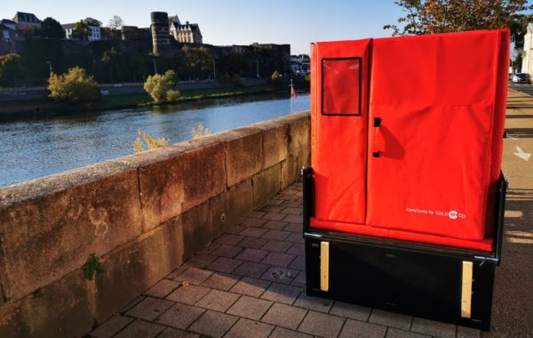In Angers, Fraischeztoi delivers its fresh products by bicycle with the isothermal container CarryTemp XL6