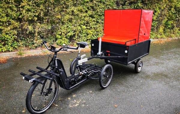 The tailor-made CarryTemp XL6 insulated container in a VUF bicycle trailer. A solution adopted by Fraischeztoi.fr