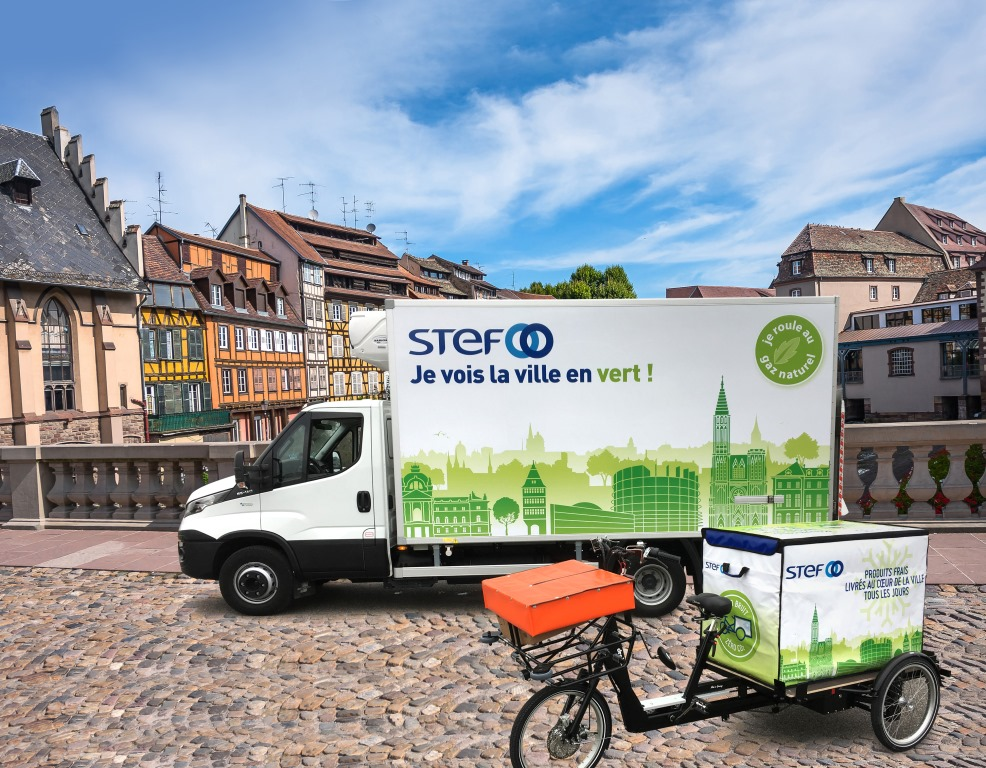 The STEF delivers fresh products to Strasbourg by bike thanks to the refrigerated isothermal container CarryTemp 360L from COLD & CO.