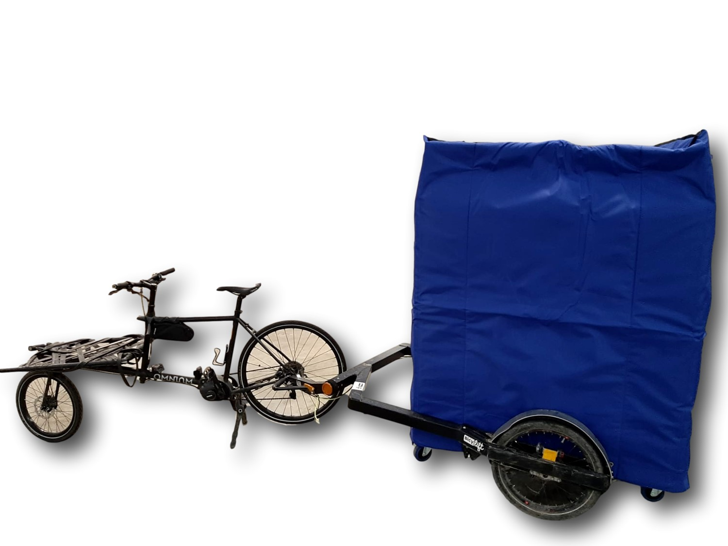 Keep your pallets cold or warm thanks to a COLD & CO insulated cover during your eco-friendly bike delivery.