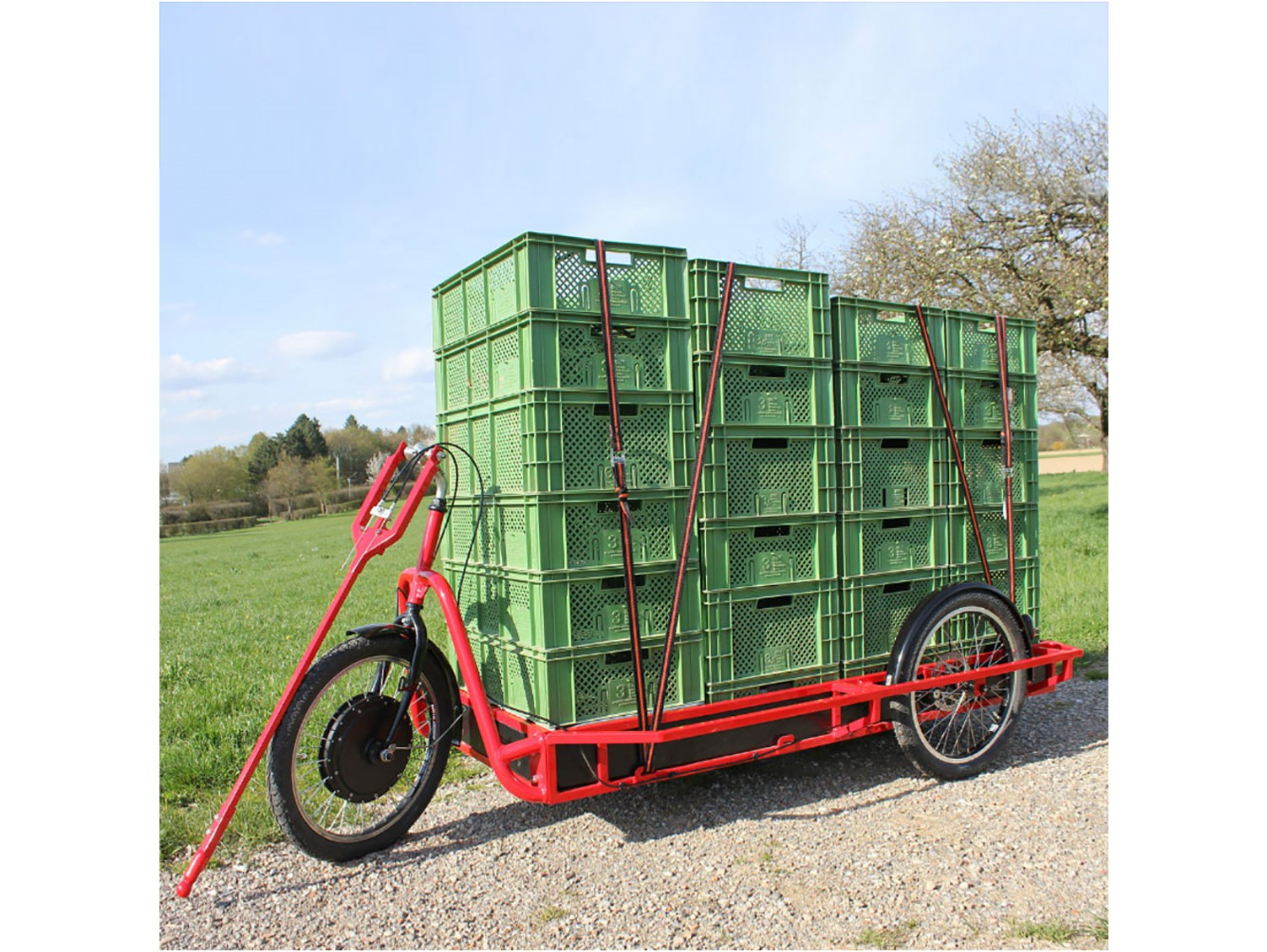 Carlacargo trailer Bike can hold up to 24 cases 600 x 400 mm. Insulate your crocodile crates with the cotton insert of COLD & CO to make your deliveries of fresh products.